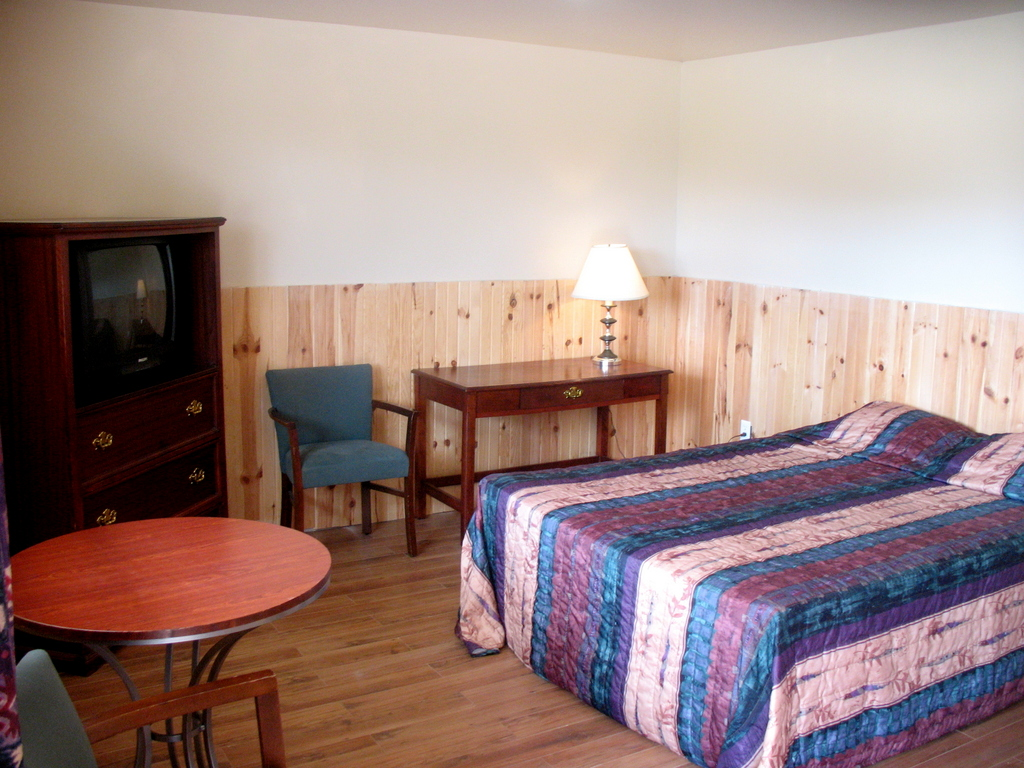 Room #1 - Sawpit Bay Motel and Cabins